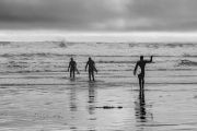 Surfers-heading-out
